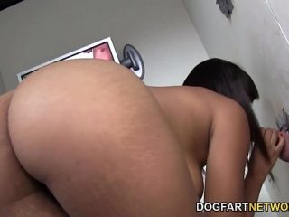 Erotic massage of the masseuse ended with the girl's orgasm
